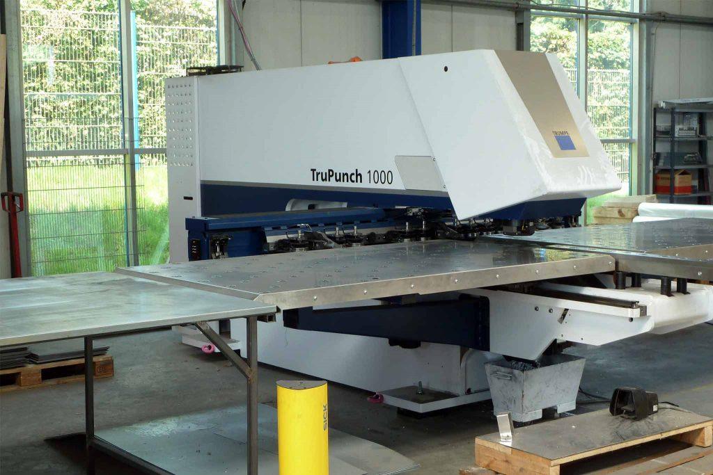 Maschine zur Produktion von PV-Montagesystemen