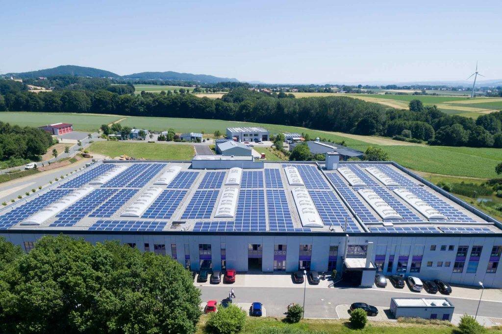 Photovoltaikanlage auf einem Industriegebäude